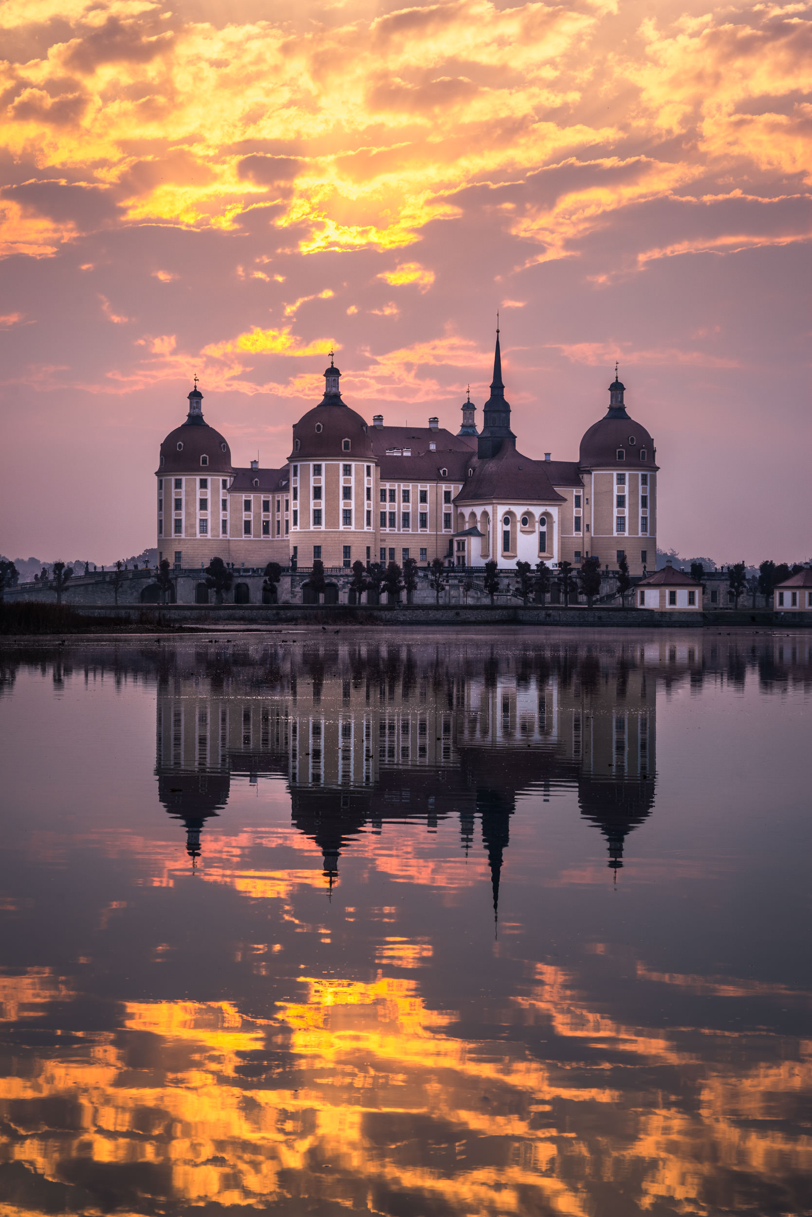 Burning Skye at Castle Moritzburg - Germany - City & Architecture Photography