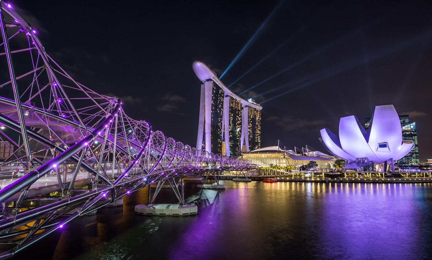 Blick auf das Marina Bay Sands in Singapur in der Nacht